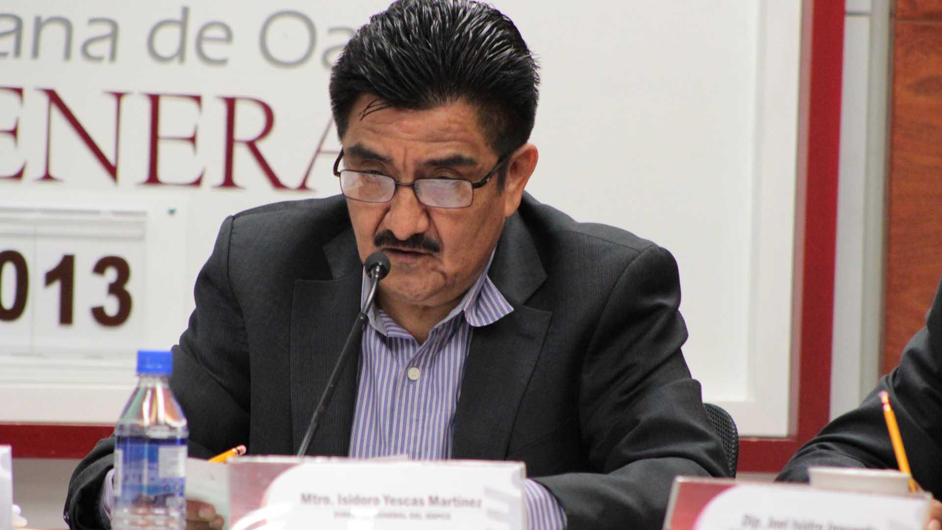 Tras relegarlo, hoy regresa Isidoro Yescas al Consejo General del OPLE-IEEPCO