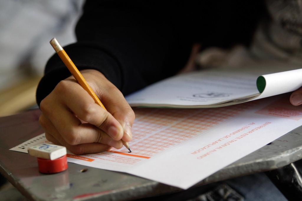 Sócrates A. Campos Lemus: Frustran a miles los exámenes de admisión