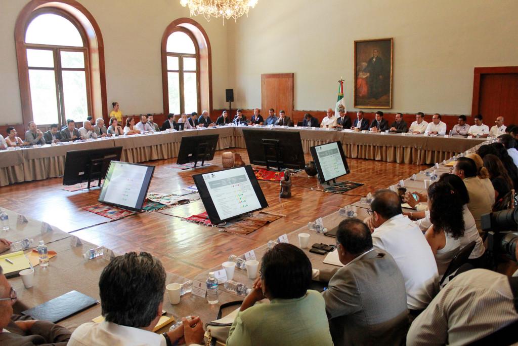 Gobernador de Oaxaca exhorta a su gabinete a cumplir con Ley Electoral