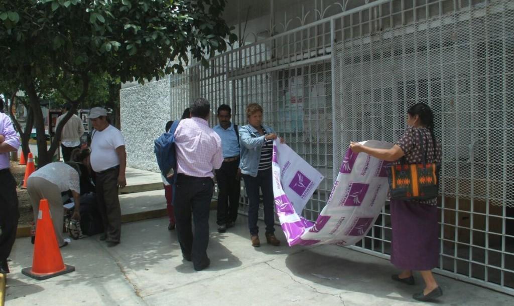 OPLE-IEEPCO suspendió prerrogativas al Partido Humanista y militantes protestan