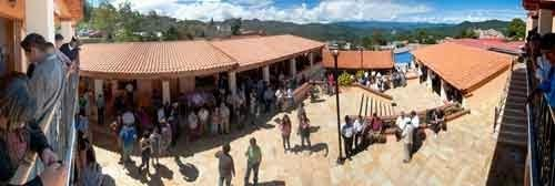 Entrega Capulálpam de Méndez expediente para la permanencia de Pueblo Mágico; mientras 10 comunidades buscan incorporación