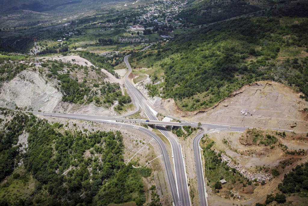 Federación y Gobierno de Oaxaca acuerdan estrategias para concluir supercarreteras al Istmo y a la Costa