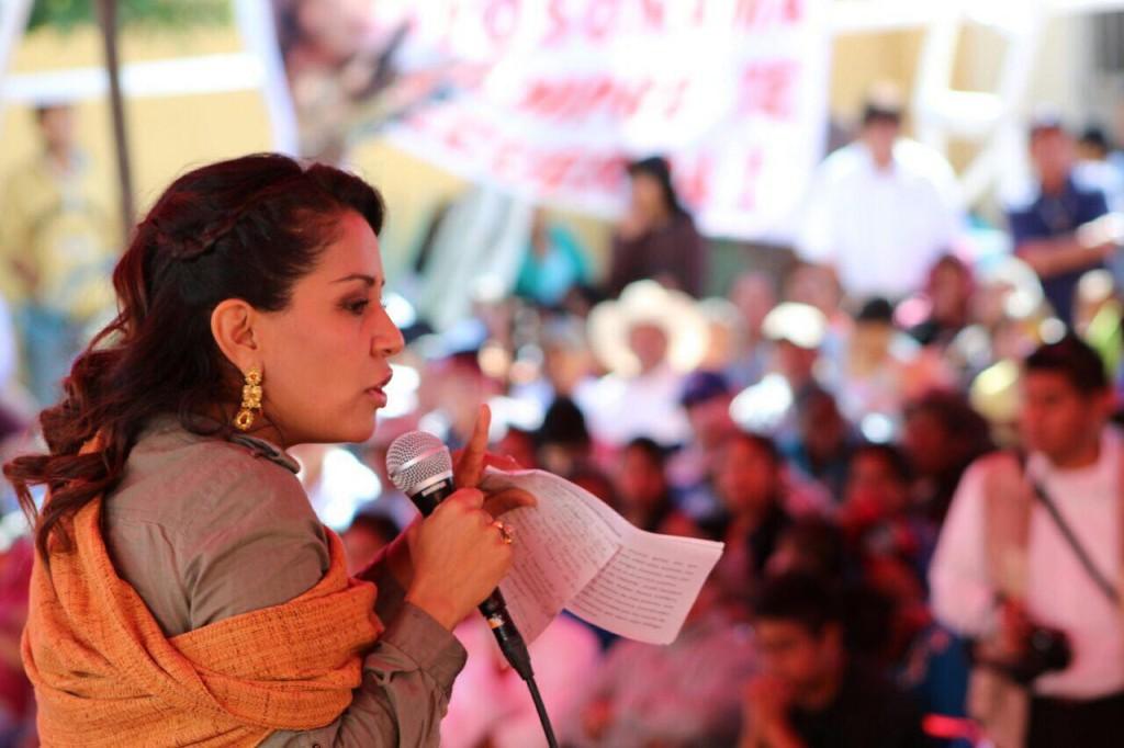 """""""Los oaxaqueños queremos compromisos, no palabras"""": Mariana Benítez"""
