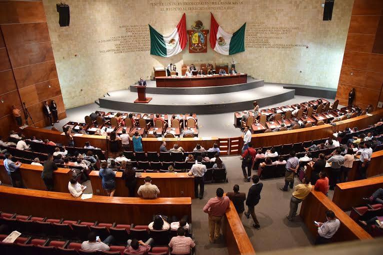 CRÓNICA EXPRÉS: Alexa, presidenta municipal de Tezoatlán…vía Congreso