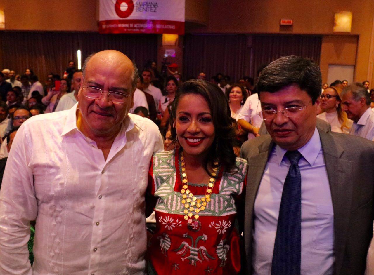 Felicita Villacaña a la diputada federal Mariana Benítez por su primer informe de resultados