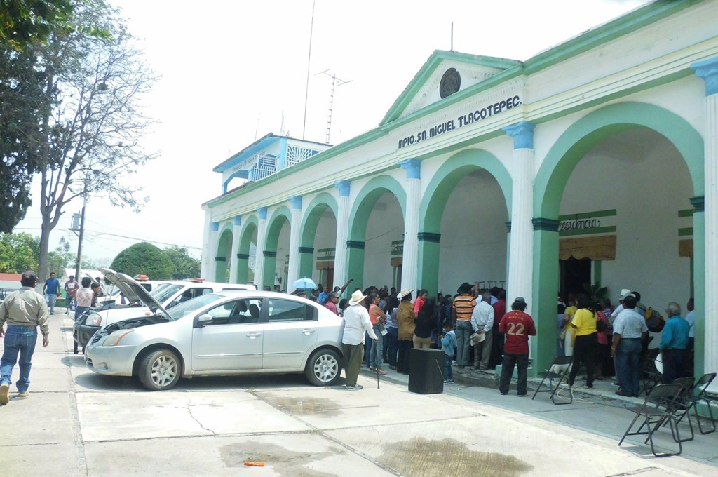 Pobladores de San Miguel Tlacotepec amagan con impedir instalación de casillas
