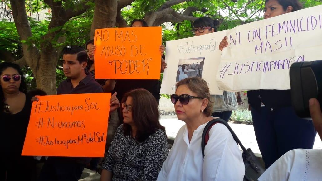 CRÓNICA POLÍTICA: Una madre clama justicia por su hija acribillada