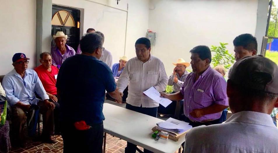 Entrega Adolfo Toledo Infanzón apoyos del PROAGRO Productivo a productores de la zona de Tehuantepec