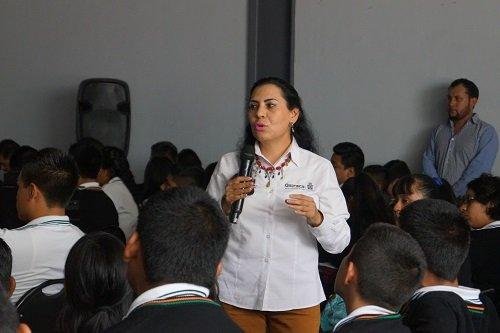 Imparte IOAM pláticas sobre migración a estudiantes de la Mixteca