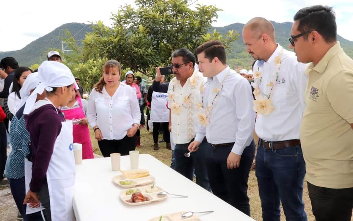 DIF Estatal Oaxaca entrega apoyos en el municipio de Magdalena Yodocono de Porfirio Díaz