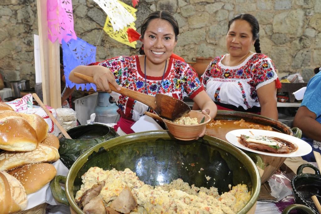 """Este jueves presentan el libro """"Oaxaca y susCocineras, Tesoro Gastronómico de México"""""""