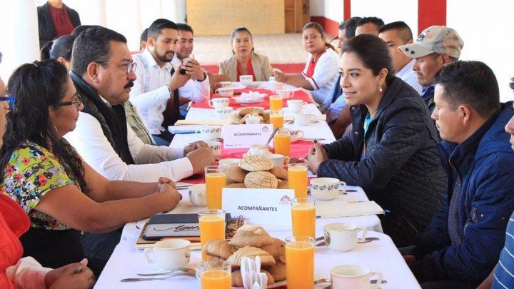 Titular de Sedesoh se reúne con autoridades municipales de la Mixteca