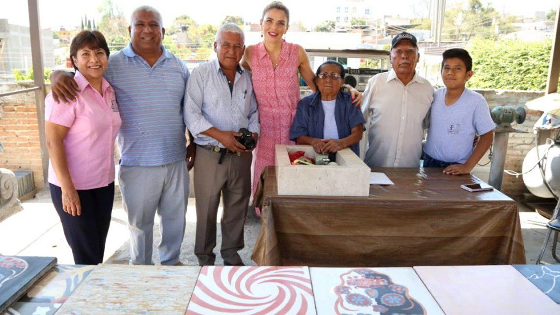 Ivette Morán de Murat entrega apoyo de más de 1 MDP