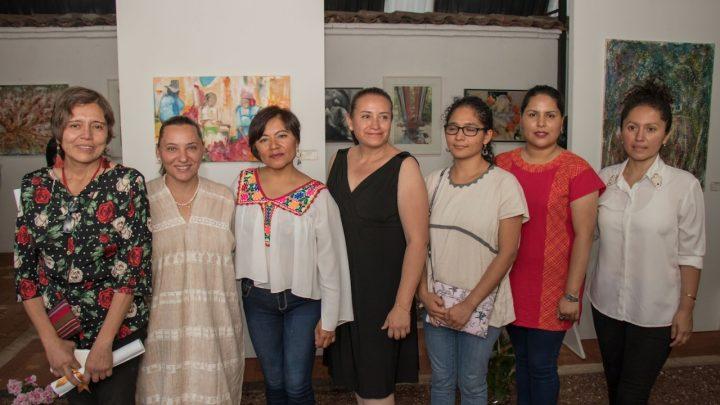 Mujeres artistas exponen en la Villa de Etla, en beneficio de la comunidad