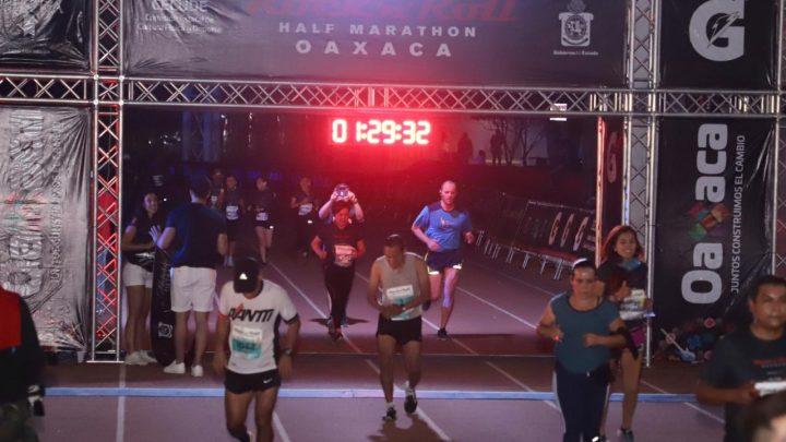 Cerca de 4 mil personas participaron en la segunda edición del Medio Maratón Rock and Roll 2019 en la Ciudad de Oaxaca