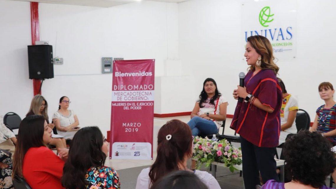 """Clausuran Diplomado """"Mujeres en el ejercicio del poder"""""""