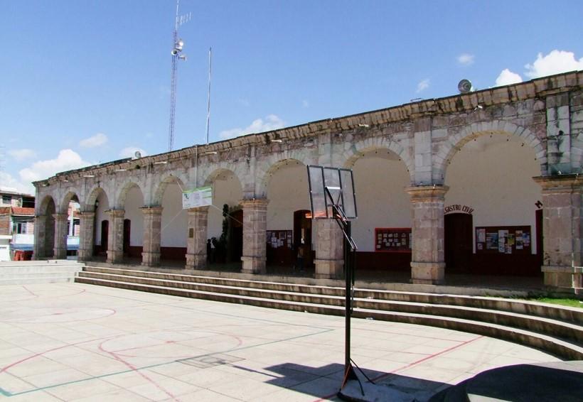 Grupo de oposición en Tezoatlán no se saldrá del palacio municipal