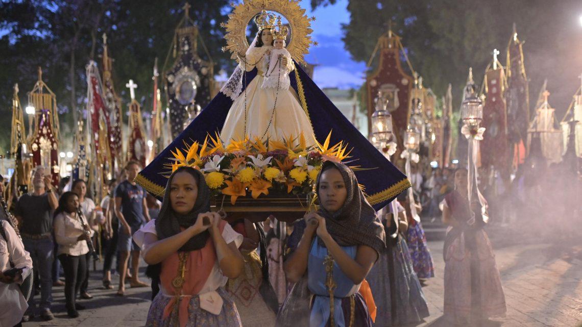 Desfile de Estandartes y Relicarios de la Arquidiócesis de Antequera, devota tradición oaxaqueña