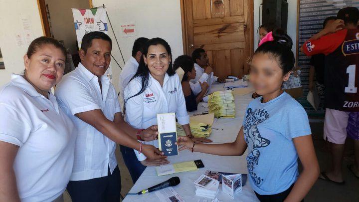 Entrega Gobierno del Estado pasaportes americanos a niñas, niños y adolescentes oaxaqueños
